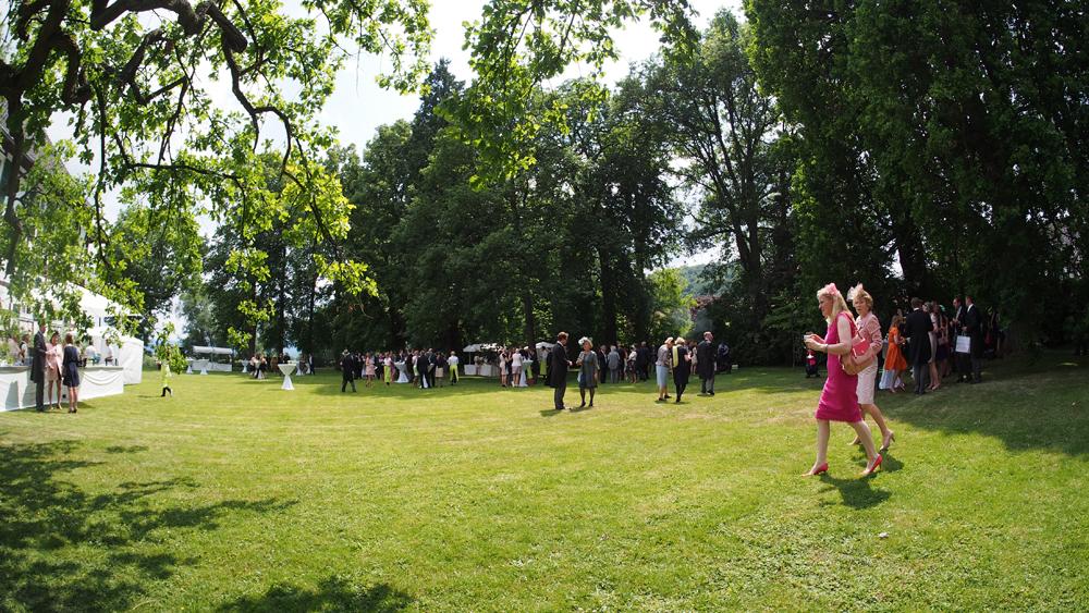 Eintreffen der Gäste im Park